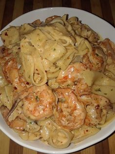 Spicy Creamy Shrimp Fettuccine Pasta With Homemade Alfredo Sauce – Mama's Cooking I Love Food, Good Food, Yummy Food, Tasty, Fettuccine Pasta, Creamy Shrimp Pasta, Cajun Shrimp Pasta, Chicken And Shrimp Alfredo, Shrimp Alfredo Recipe