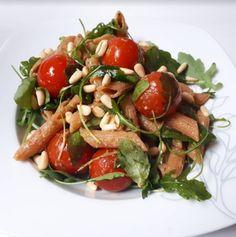 Warme pastasalade met pesto en cherrytomaatjes (vegan) - Groentje Gezond