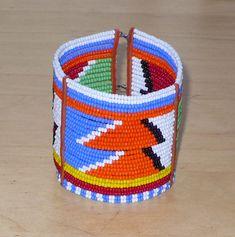 African Maasai bracelet - Bracelet africain Massai African Bracelets, Beaded Bracelets, Etsy, Unique, Handmade, Jewelry, Kenya, African Patterns, African Masks