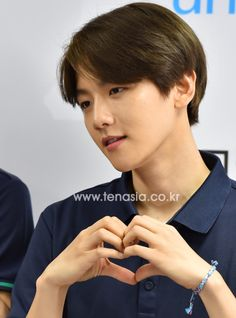 Baekhyun - 150515 Kolon Sport 'Pray For Nepal' Flea Market Credit: Ten Asia. (코오롱스포츠 네팔 기부 바자회)