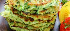 Courgettepannenkoekjes Met Tomatensalade recept | Smulweb.nl Vegan Vegetarian, Paleo, Good Food, Yummy Food, Zucchini Fritters, Convenience Food, Savoury Cake, Eating Habits, Avocado Toast