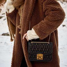 Luxury Bags, Furla Bag, Cozy, Handbags, Stylish, Insta Ideas, Winter, Pretty, Clothes