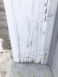 Garage door trim before peeling Exterior Door Trim, Garage Door Trim, Garage Door Paint, Porch Paint, Garage Door Makeover, Garage Exterior, Garage Door Design, Exterior Paint, Exterior Design