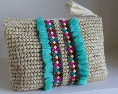 Bolso de Playa de Paja, Cartera de Mano Rafia, Cartera de Playa, Cartera de Boda, Bolso de Mano Dama de Honor, Bolso de Verano. Crochet Wallet, Crochet Clutch, Crochet Handbags, Crochet Purses, Diy Clutch, Clutch Bag, Macrame Bag, Boho Bags, Unique Bags