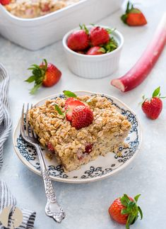 Overnight Strawberry Rhubarb Baked Oatmeal Crisp is chia overnight oats baked with fresh strawberries, rhubarb and a streusel topping. It's fluffy, delicious and makes one special breakfast or brunch! Strawberry Overnight Oats, Chia Overnight Oats, Baked Oats, Baked Oatmeal, Brunch Recipes, Breakfast Recipes, Budget Recipes, Breakfast Ideas, Yummy Recipes