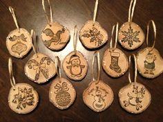 Easy Christmas Ornaments, Crochet Christmas Decorations, Christmas Wood Crafts, Wooden Ornaments, Christmas Art, Wood Slice Crafts, Wood Burning Crafts, Wood Burning Patterns, Wood Burning Art
