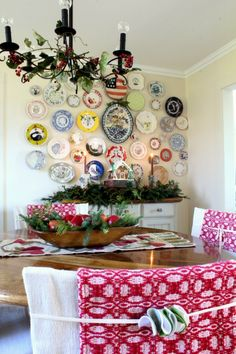 Love this dining room - and that plate wall! Lovely touches for holiday decor, Christmas house tour