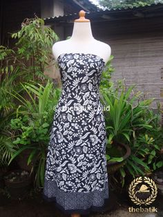 Kain Batik Katun Jepang Motif Bunga Tropis Hitam Putih | Unique #Indonesia #Batik #Fabric Pattern Design http://thebatik.co.id/kain-batik-bahan/