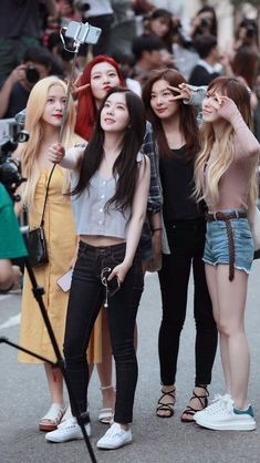 Red Velvet on the way to Music Bank rehearsal