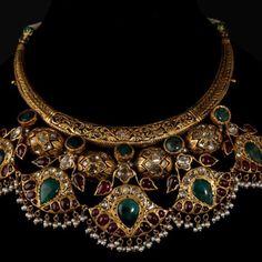 Portfolio of Bespoke Vintage Jewels - By Shweta & Nitesh Gupta Indian Wedding Jewelry, Bridal Jewelry, Gold Jewelry, Jewelery, Gold Necklace, Green Necklace, Key Jewelry, Collar Necklace, Or Antique