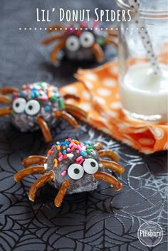 Kids will love these spooky snacks for Halloween. Stick pretzel pieces and candy eyes on Pillsbury® Funfetti® Glazed Chocolate Lil' Donuts. Halloween Goodies, Halloween Food For Party, Halloween Desserts, Halloween Cupcakes, Holidays Halloween, Halloween Treats, Happy Halloween, Halloween Kids, Halloween Stuff
