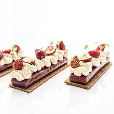 Tarte fraise des bois et orelys... Bon week end a tous !!! 😋🍓😋🍓😋🍓😋🍓😋🍓 Credit @alexandremoulard  #nicolasbacheyre #team #patisserie #pastry #caramel #vanilla #caramelo #nuts #hazelnut #noisette #huawei #chocolate #chocolat #igers #igdaily #photooftheday #photo #hdr #chefsofinstagram #instafood #instagood #love #life #follow #me #food #sweet #fruits #color .