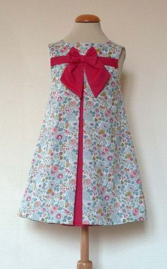 Contrasting inset pleats with piping and a single bow Kids Frocks, Frocks For Girls, Little Dresses, Little Girl Dresses, Cute Dresses, Girls Dresses, Toddler Dress, Baby Dress, Girl Dress Patterns