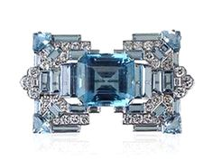 EXCEPTIONAL ART DECO AQUAMARINE AND DIAMOND stylised buckle brooch, set to the centre with a cut-cornered rectangular aquamarine flanked by stepped aquamarines and diamonds. c. 1925.  #ArtDecoAquamarine #TresorsDuJour #ArtDecoBrooch