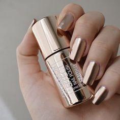 I put my nail polish like a pro! - My Nails Mirror Nail Polish, Chrome Nail Polish, Metallic Nail Polish, Mirror Nails, Chrome Nails, Matte Nails, Iridescent Nail Polish, Fancy Nails, Pretty Nails