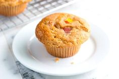 Vanilla Peach Muffins Recipe from www. - Easy peach muffins recipe with a lightly spiced, vanilla batter and ripe juicy peaches. Makes muffins with large, domed tops -- just like popular bakeries. Peach Muffin Recipes, Strawberry Muffin Recipes, Strawberry Muffins, Healthy Peach Muffins, Recipes With Peaches, Peach Recipes Breakfast, Bran Muffins, Baking Muffins, Breakfast Muffins