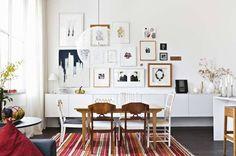 Det vägghängda förvaringsskåpet är byggt av Ikeas fläktskåp Faktum.  Från inredaren Daniel Bergman och sambon Niklas Hansens hem.