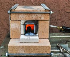 Learn how to build a DIY forge at home in an inexpensive way! Just explore these free homemade forge plans to make your own and start blacksmith projects. Forge Burner, Gas Forge, Propane Forge, Blacksmith Forge, Wood Fire Pit, Diy Fire Pit, Build A Forge, Mini Forge, Home Forge