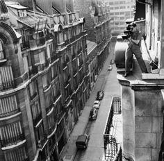 Tournage d'A BOUT DE SOUFFLE, caméra à la main. Un film de JEAN-LUC GODARD, avec Jean Seberg et Jean-Paul Belmondo