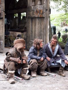 Nori and Ori talking with Beorn