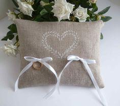 Coussin de mariage porte alliances en lin naturel : Autres accessoires par graine-d-envie