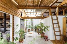 階段を上がると、この中庭の空間が広がる。