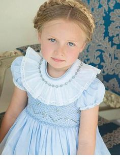 Fashion Kids, Little Girl Dresses, Flower Girl Dresses, Punto Smok, Smocked Baby Clothes, Smocking Patterns, Hand Embroidery Videos, Smock Dress, Couture