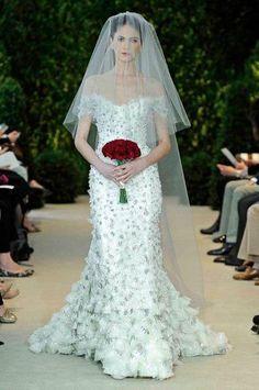 Carolina Herrera ensina a combinar ousadia e inocência em um vestido de noiva