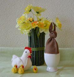 Paashaas eierwarmer - gratis patroon - Mijn Hemeltje Vase, Home Decor, Decoration Home, Room Decor, Vases, Home Interior Design, Home Decoration, Interior Design, Jars