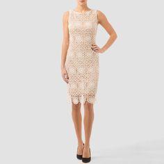 Hermoso vestido beige con encaje de Joseph Ribkoff, con el lucirás elegante, sofisticada y única.