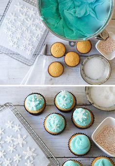 Vanilla Snowflake Cupcakes | inspired by Disney's Frozen