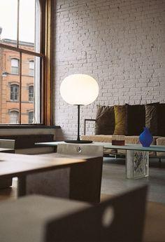 *SOLDES DE PRINTEMPS (-15%) FLOS* Profitez d'un rabais de 15% sur les produits @flosnorthamerica jusqu'au 29 mars! À ne pas manquer! Visitez notre site web pour plus de détails. Silver Table Lamps, Unique Table Lamps, Contemporary Table Lamps, Modern Table, Table Desk, Desk Lamp, Lamp Table, Led Treiber, Ball Lights