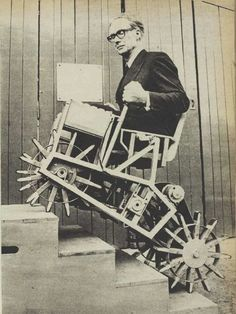 – Walking Wheel Stair Climbers – Meredith Thring (It was the age of inventing futuristic gizmos) Old Pictures, Old Photos, Ideas Para Inventos, Stair Climbing, Rock Climbing, Photo Vintage, Bizarre, Dieselpunk, Vintage Photographs