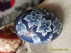 Diy And Crafts, Arts And Crafts, Carved Eggs, Ukrainian Easter Eggs, Scratch Art, Easter Egg Crafts, Egg Art, Egg Decorating, Egg Shells