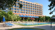Navarria Hotel Limassol Located on Limassol waterfront, Navarria Hotel offers affordable accommodation along with sea and mountain views and free Wi-Fi. Leisure facilities such as an outdoor pool, tennis court, table tennis and billiards are also available.