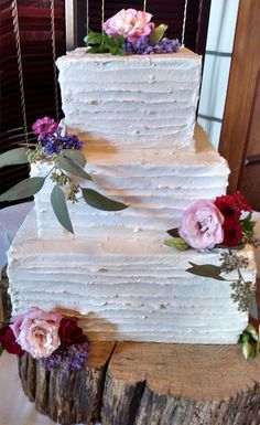 42 Square Wedding Cakes That Wow! : 42 Square Wedding Cakes That Wow! 42 Square Wedding Cakes That Square Wedding Cakes That Wow!Every wedding needs a sweet ending. Your wedding cake is one of the pa Girl Makeup Lustig Grundschule Bilder Spruch Beau White Square Wedding Cakes, Round Wedding Cakes, Wedding Cake Photos, Buttercream Wedding Cake, Wedding Cake Rustic, Fall Wedding Cakes, Buttercream Flowers, Wedding Cakes With Flowers, Beautiful Wedding Cakes