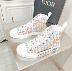 Jordan Shoes Girls, Girls Shoes, Sneakers Fashion Outfits, Fashion Shoes, Converse, Swag Shoes, Dior Shoes, Nike Air Shoes, Baskets