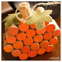 How to Make a DIY Wine Cork Pumpkin. This fall decor idea is adorable! More #creativecraftideas