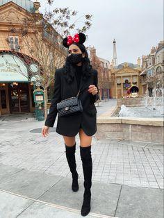 Disney Inspired Makeup, Ootd Winter, Disney Outfits, Disneybound, Epcot, Disney Style, Fashion Addict, Makeup Inspiration, Leather Skirt