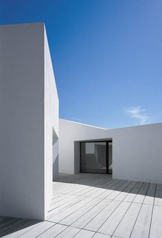 Ebro Delta House in Catalonia by Spanish architect Carlos Ferrater _