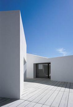 Ebro Delta House by  Carlos Ferrater Lambarri