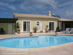4 bedroom villa + apt with heated pool in Ferrel, Lagos, Algarve,  Portugal - Beautiful villa located in a quiet residential area and set in a charming garden. Recently refurbished. - http://www.portugalbestproperties.com/component/option,com_iproperty/Itemid,8/id,374/view,property/#