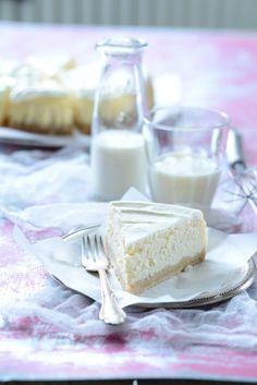 Cheesecake: Dokonalý koláč do vedra Cheesecake, Glass Of Milk, Feta, Food And Drink, Baking, Recipes, Bread Making, Patisserie, Cheesecakes