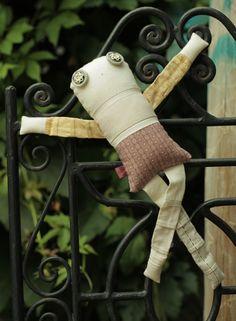 Les amoureux - Violette 4 - poupée de chiffon aimantée - faite à la main à Montréal - 2015 - Anouk Kouri - disponible à la Boutique Les jeux, Val David