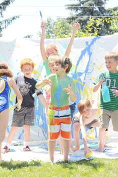 Messy Projects for kids: Group art painting from Studio DIY