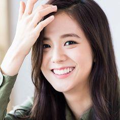 Jisoo's smile can light up a city  #Jisoo #지수 #BLACKPINK #블랙핑크 @blackpinkofficial