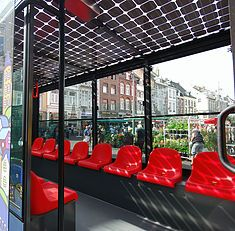 De Zonnetrein Maastricht is erg ruim ingericht. Hij heeft tot wel 47 zitplaatsen en is bovendien rolstoelvriendelijk!