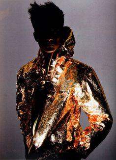 noirmagazine: gold foil mylar jacket fall–winter patrik ervell one in a million, v man fall 2008 photography richard burbridge - Inspiration Style Urban, Gold Jacket, Tuxedo Jacket, Style Masculin, High Fashion, Mens Fashion, 3d Fashion, Inspiration Mode, Fashion Drawings