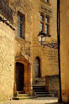 Sarlat, Aquitaine, France - that light. Great Places, Beautiful Places, Places To Visit, Aquitaine, Places Around The World, Around The Worlds, Belle France, La Dordogne, Perfect World