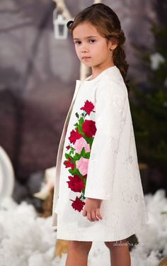 Elegant and versatile, the rose print collection is a defining feature for fall Little Girl Dresses, Girls Dresses, Flower Girl Dresses, Outfits Niños, Kids Outfits, Little Girl Fashion, Kids Fashion, Kids Coats, Stylish Kids